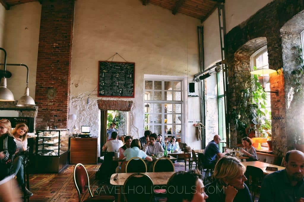 f-hoone restaurant in telliskivi