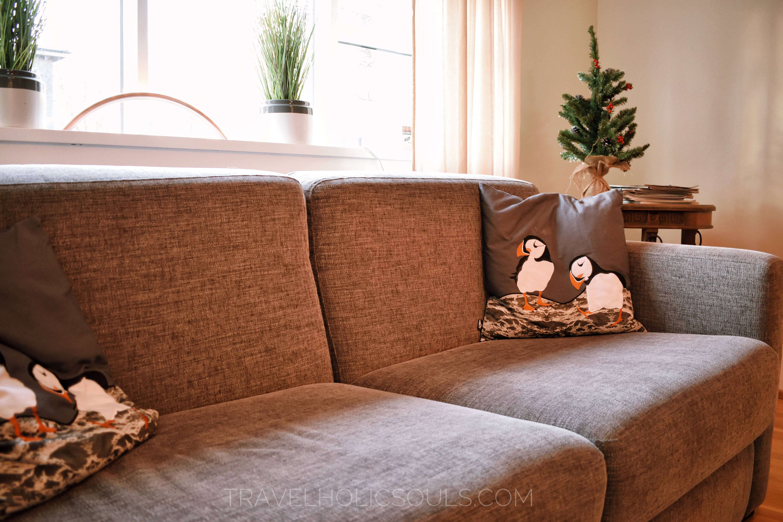 Sala condivisa con attenzione sul divano