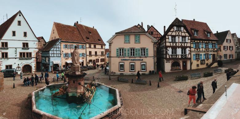 overview piazza centrale Eguisheim
