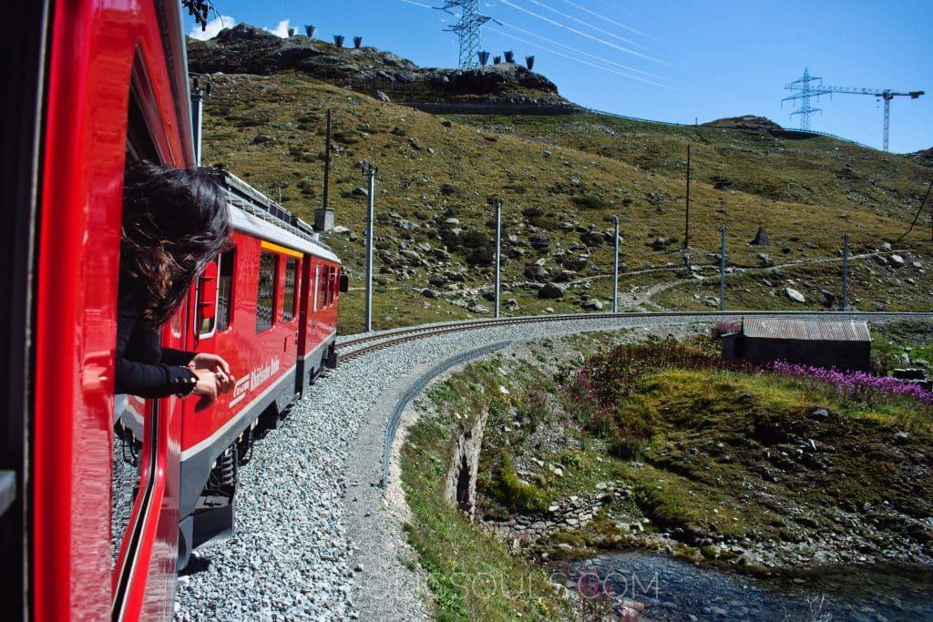 lato treno rosso Bernina