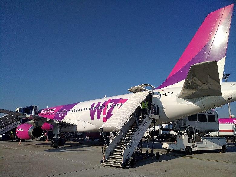 wizz air aereo imbarco