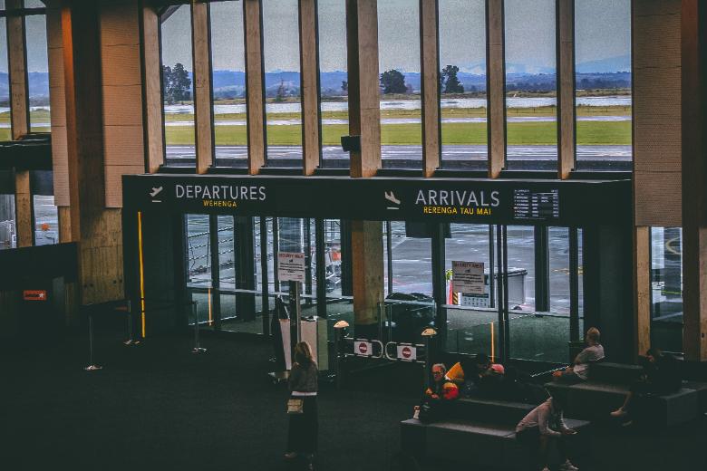 arrivi e partenza: Alitalia, aeroporto