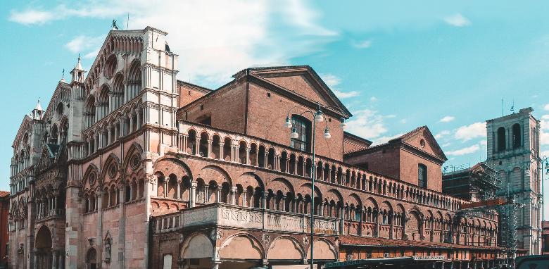 Ferrara Duomo, visione trasversale