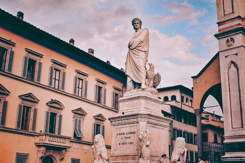 statua di Dante a Verona
