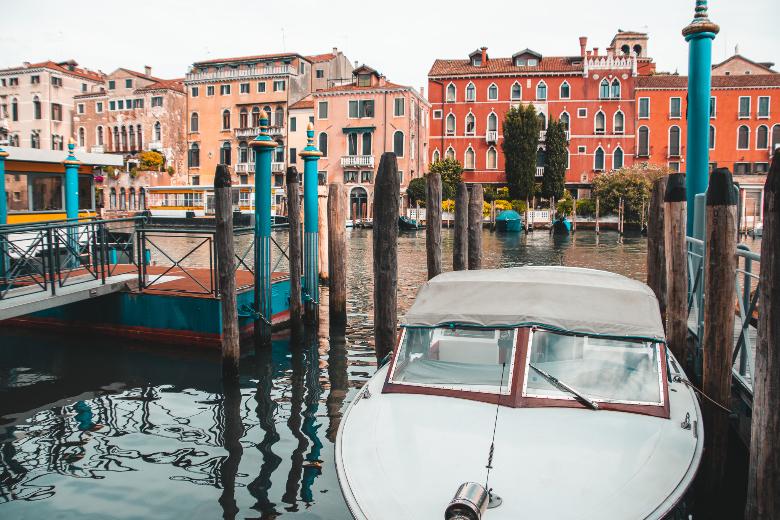 Tramonto sui canali di Venezia